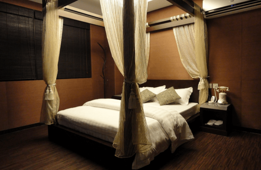 A spacious, clean, romantic and themed room in Exotic Wind Hotel in Kowloon