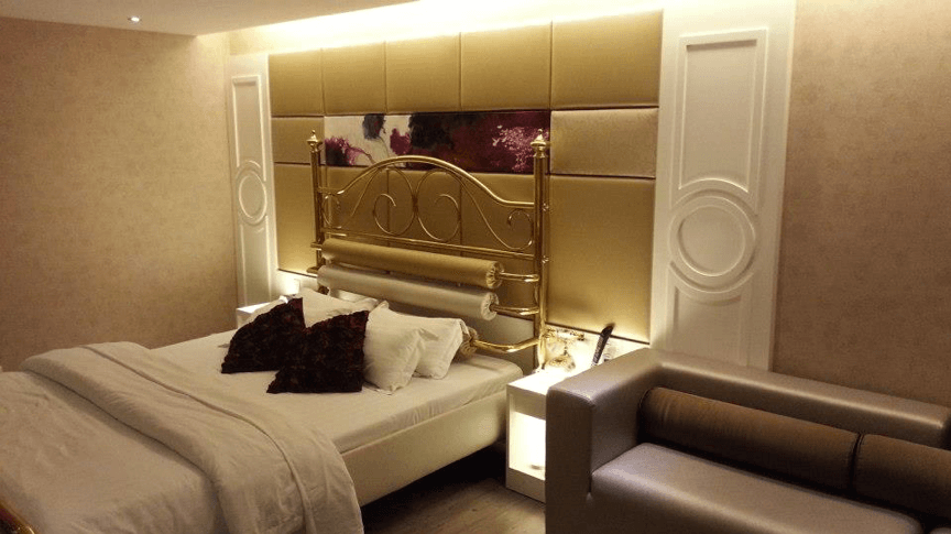 A hotel room at Viva Villa with delicate furnish and decoration in romantic and cosy lighting